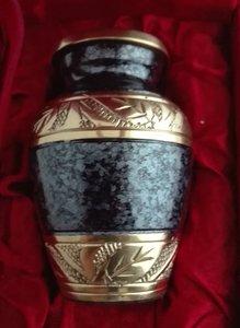 Quinsey mini urn